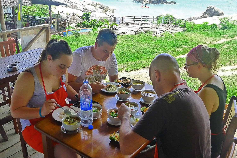 Thai Kochkurs Gerichte verkosten